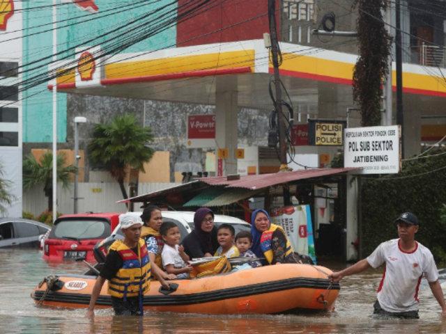 Capital de Indonesia paralizada ante severas inundaciones