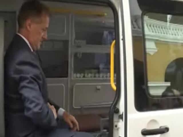 Jorge Muñoz recibió ambulancia y equipos médicos donados por Taipei
