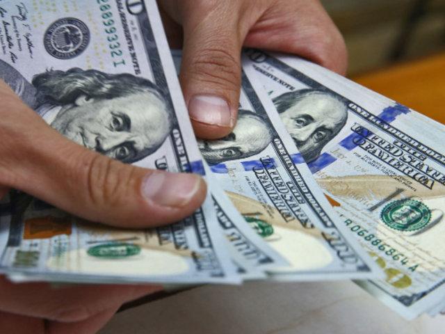 Dólar se dispara ante alerta de posible pandemia por coronavirus
