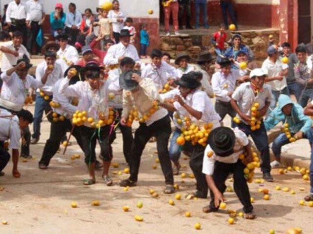 """Huánuco: se celebran el carnaval del Tinkuy, conocido como la """"guerra de naranjas"""""""