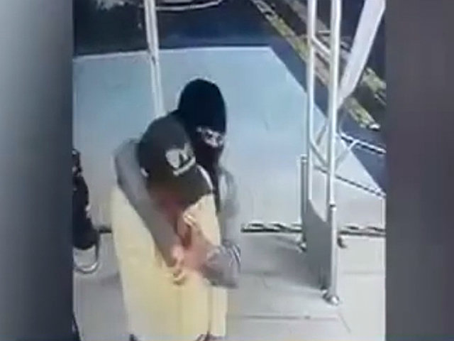 Trujillo: delincuentes encapuchados asaltan supermercado