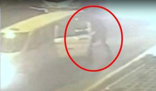 Barranco: sujetos interceptan y roban vehículo aprovechando tráfico vehicular