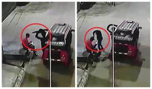 SJL: delincuentes armados en mototaxi roban celular a hombre en la puerta de su casa