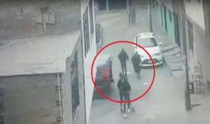 SJL: ladrones en mototaxi asaltan a dos jóvenes en plena calle