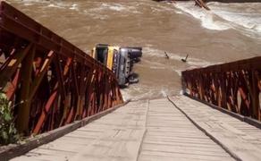 Cusco: puente colapsa tras paso de volquete de la Municipalidad distrital de Pillpinto