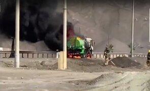 Incendio de camión cisterna que transportaba combustible  generó pánico en San Bartolo
