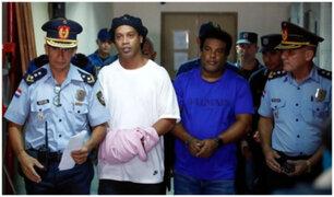 Filtran supuesta primera foto de Ronaldinho en cárcel de Paraguay
