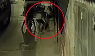 Cercado: sujetos armados en moto asaltan a mujer en la puerta de su casa