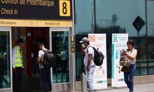 Perú suspende vuelos procedentes de Europa y Asia