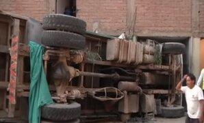 Dos personas quedan atrapadas tras despiste de volquete en la Molina