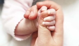 Reino Unido: bebé recién nacido da positivo al coronavirus