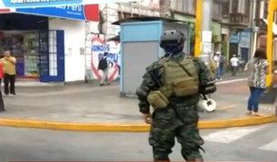 Estado de emergencia: militares salen a las calles de la ciudad y bloquean avenidas