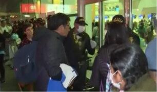 Incertidumbre y pánico se apodera de los extranjeros en el Aeropuerto Jorge Chávez