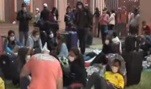 Arequipeños pernoctaran en las afueras del Aeropuerto Jorge Chávez