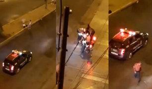 VIDEO: sale a botar basura durante toque de queda y lo detienen