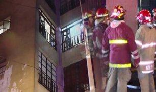 Hombre muere en incendio de edificio en el Cercado de Lima