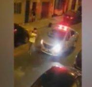 Callao: Sujeto es obligado a correr alrededor de patrullero