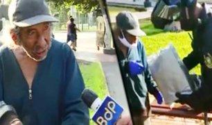 Anciano abandonado en la calle recibe ayuda de la policía
