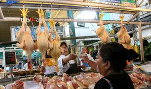 Precio del pollo es inestable en mercados de la capital