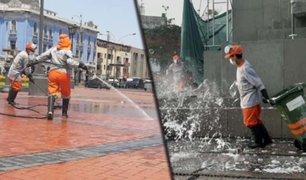 Para prevenir incremento de casos de COVID-19, desinfectan plazas emblemáticas del Cercado de Lima