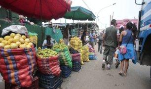 SJL: comerciantes y clientes de mercado no respetan medidas preventivas para frenar al coronavirus