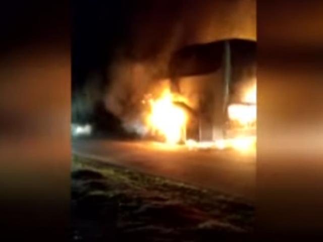 Tumbes: bus interprovincial ardió en llamas en plena carretera Panamericana Norte