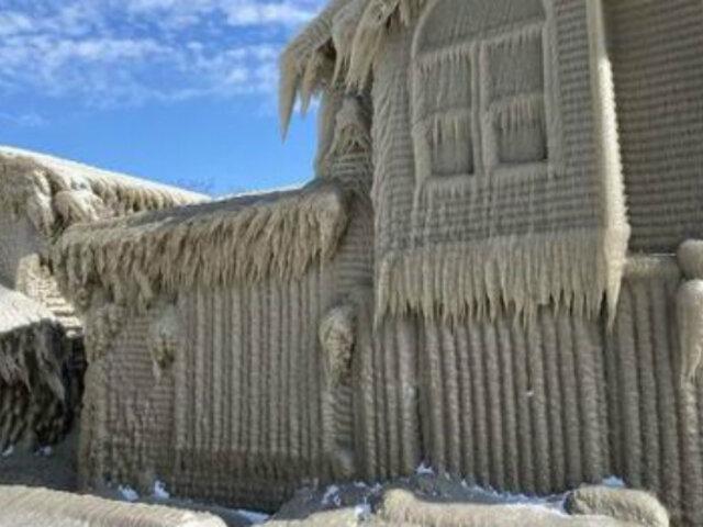 EE.UU: casas al borde del lago Erie quedaron congeladas tras paso de tormenta invernal