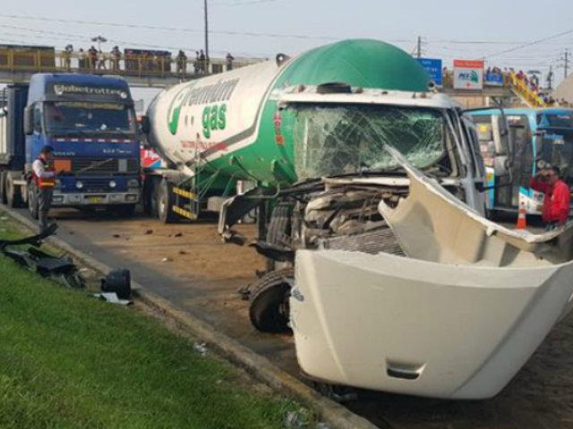 Reabrieron tránsito en Vía de Evitamiento tras accidente entre dos camiones