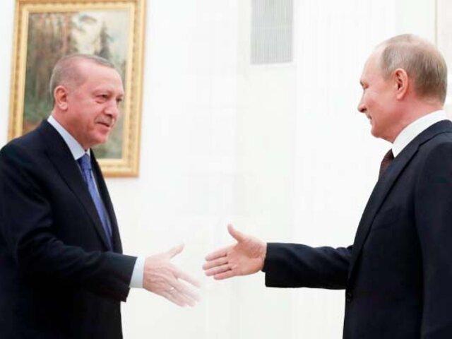 Rusia: Putin y Erdogan acuerdan un alto el fuego en Siria