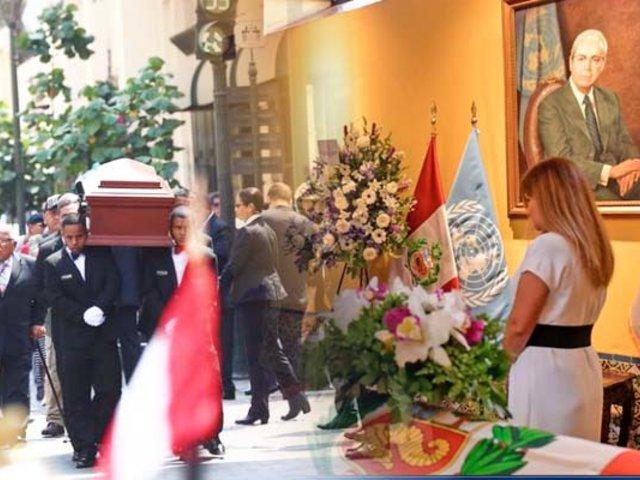 Javier Pérez de Cuéllar recibe homenaje póstumo en la Cancillería
