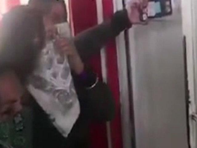 Escolares se enfrentan a profesor acosador en México