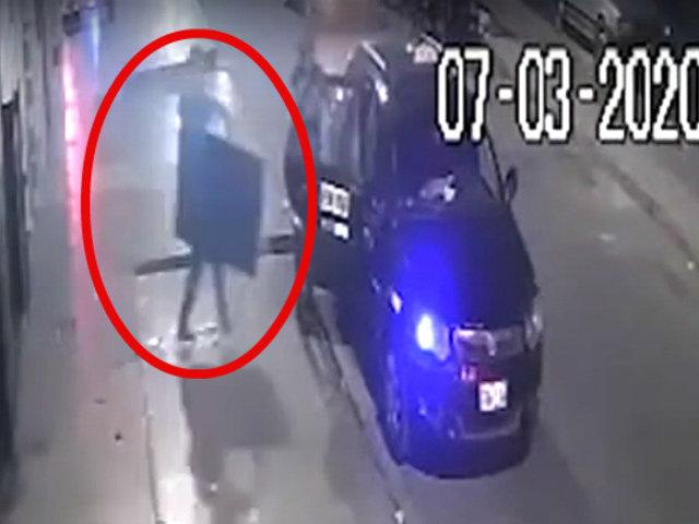 SMP: cámaras captan asaltó doble en restaurante y carwash
