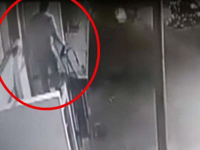 Cieneguilla: ladrón arriesga su vida por robar un canguro con dinero