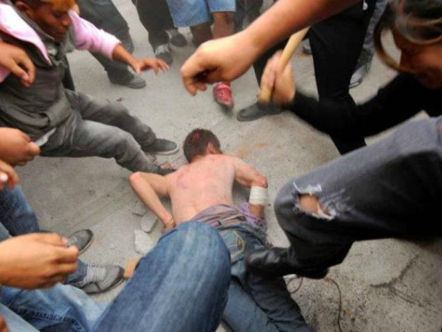 Tumbes: cansados de la delincuencia vecinos golpean a ladrón y toman la justicia por su cuenta