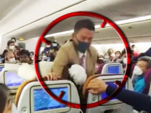 China: empleado de aerolínea arrestó a mujer que tosió a una azafata
