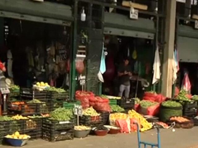 Mercados alzan precios de alimentos perecibles