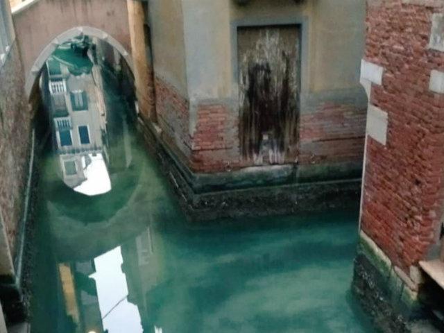 Canales de Venecia lucen transparentes tras cuarentena por coronavirus