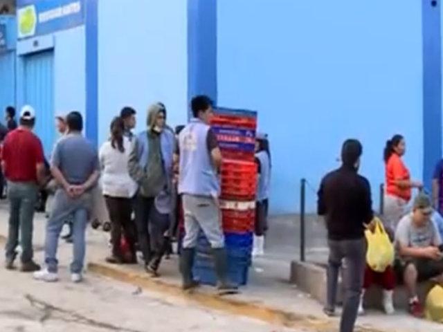VMT: terminal pesquero sigue clausurado y productos son vendidos en exteriores