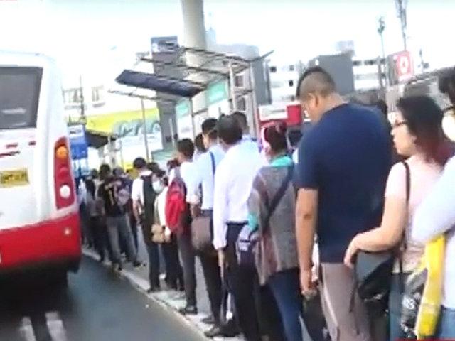Corredor Rojo: choferes acatan semiparalización en protesta por maltrato laboral