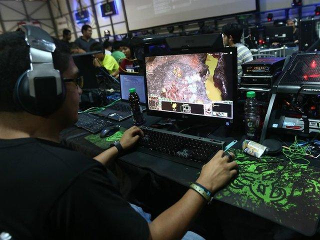"""Operadores telefónicas piden a usuarios """"No jugar online"""" en horas puntas de cuarentena"""