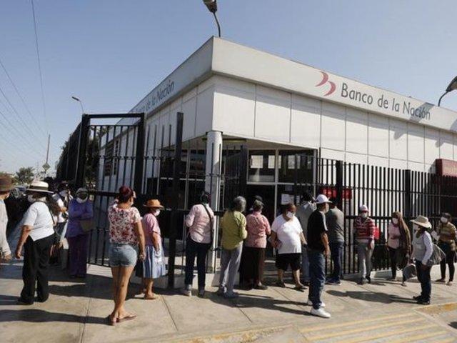 Arequipa: PNP ayudó a mujer que rompió en llanto al no recibir bono de 380 soles.