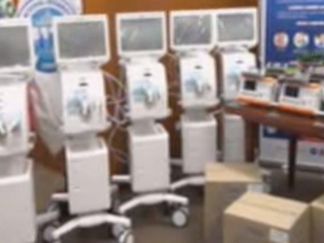 EsSalud presenta ambulancias con respiradores mecánicos para pacientes con coronavirus