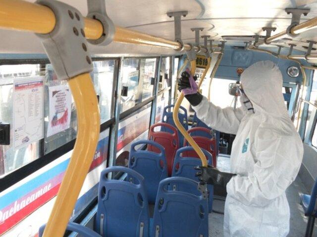 ATU limpia y desinfecta unidades de transporte público que prestan el servicio durante cuarentena