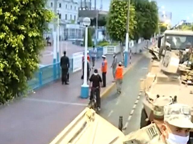 Estado de emergencia: militares recorren calles del Callao en tanques blindados