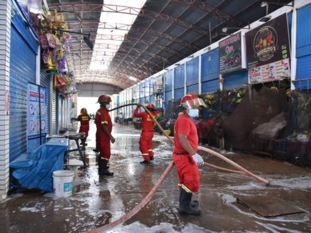 Coronavirus en Perú: mercados de Puerto Maldonado son limpiados y desinfectados
