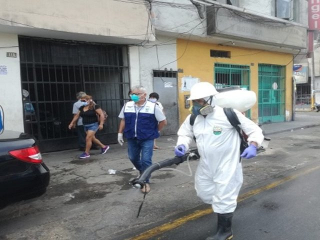 Limpian y desinfectan calles de diversos municipios del país para frenar avance del COVID-19