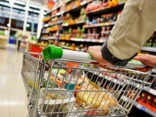Largas colas se formaron en diversos supermercados tras ampliación de estado de emergencia