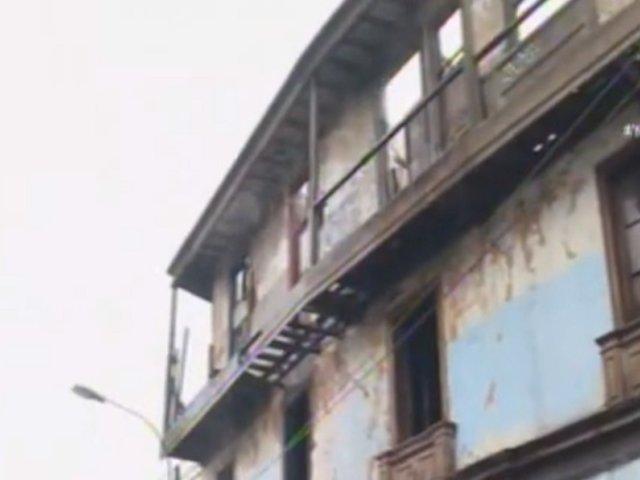 Amago de incendio se registra en solar El Buque de Barrios Altos