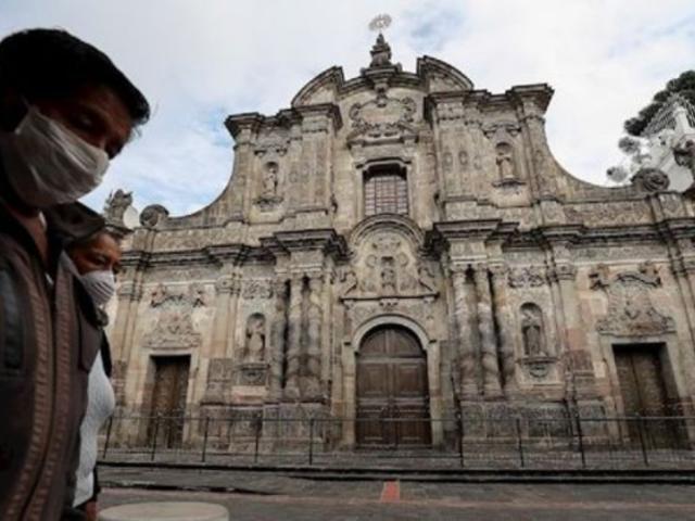 Coronavirus: alcaldesa de Guayaquil afirma que cadáveres se acumulan en casas y calles