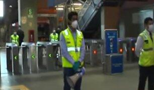 Estado de emergencia: pasajeros abordan el metro en nuevo horario de toque de queda
